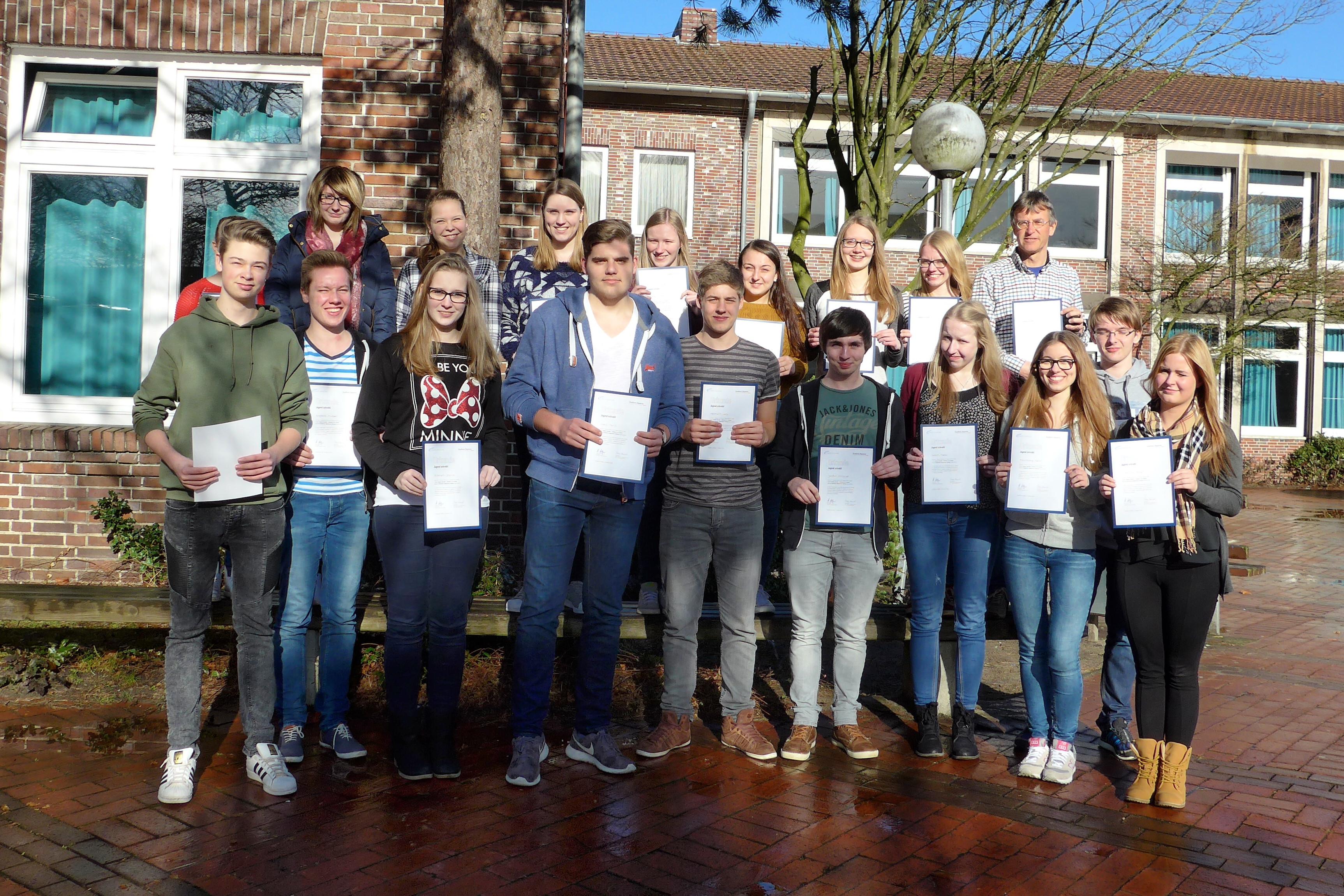 """Schülerinnen und Schüler des AMG nehmen erfolgreich am Projekt """"Jugend schreibt"""" der FAZ teil"""