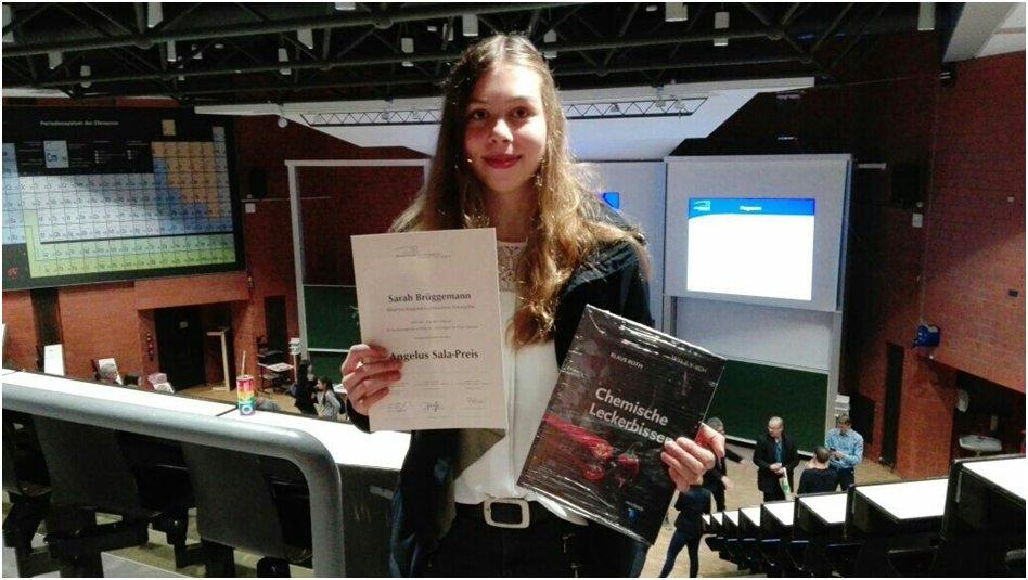 Sarah Brüggemann vom Albertus-Magnus-Gymnasium erhält im Fach Chemie den Angelus-Sala-Preis 2017